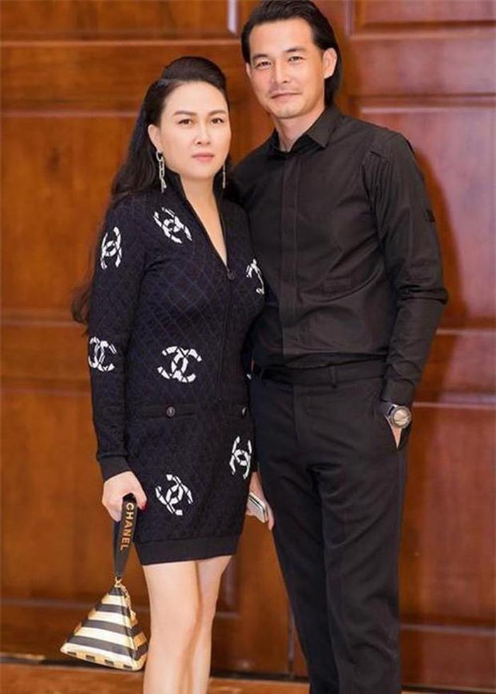 Loạt sao nam Việt lấy vợ hơn tuổi: Người là mối tình cô - trò, bà xã là doanh nhân giàu có Ảnh 4
