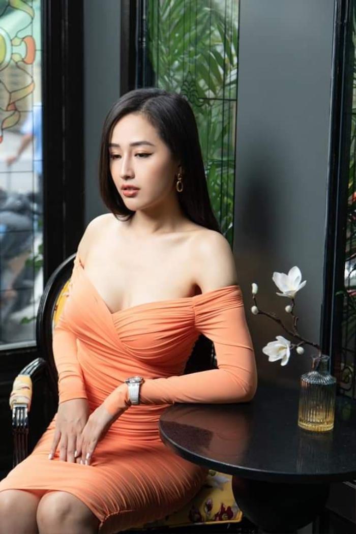 Mai Phương Thúy diện đồ hở bạo gặp gia đình Noo Phước Thịnh, fan chỉ biết 'câm nín' Ảnh 5