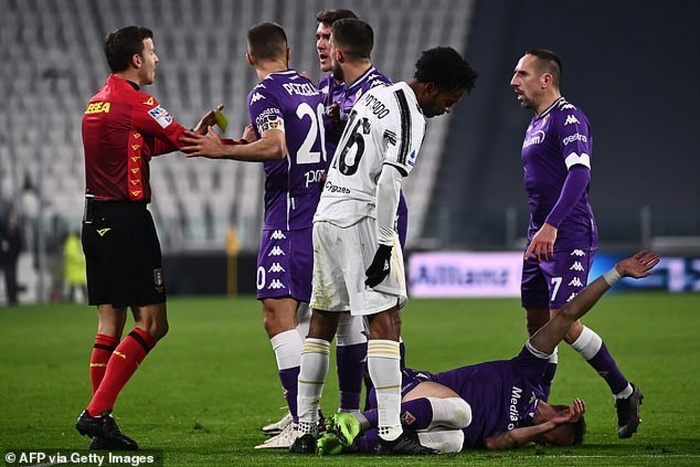 Ronaldo tịt ngòi, Juventus thảm bại trong trận đấu thiếu người Ảnh 1