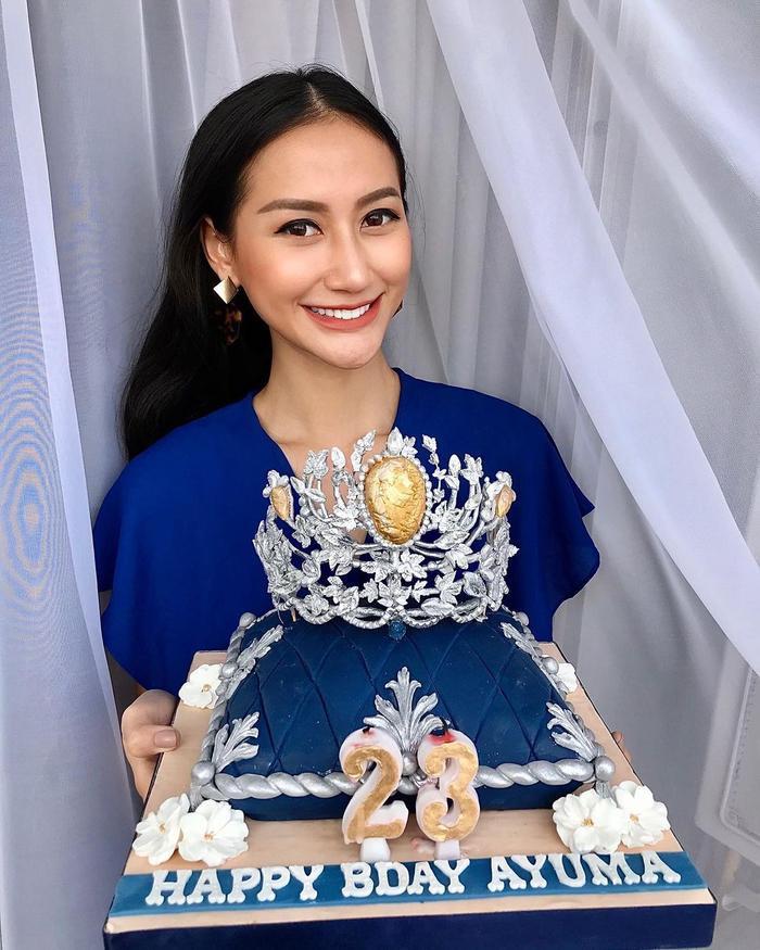 Đối thủ Khánh Vân bị nghi kéo cằm, gọt xương quai hàm, nhuộm da để chinh chiến Miss Universe 2020 Ảnh 1