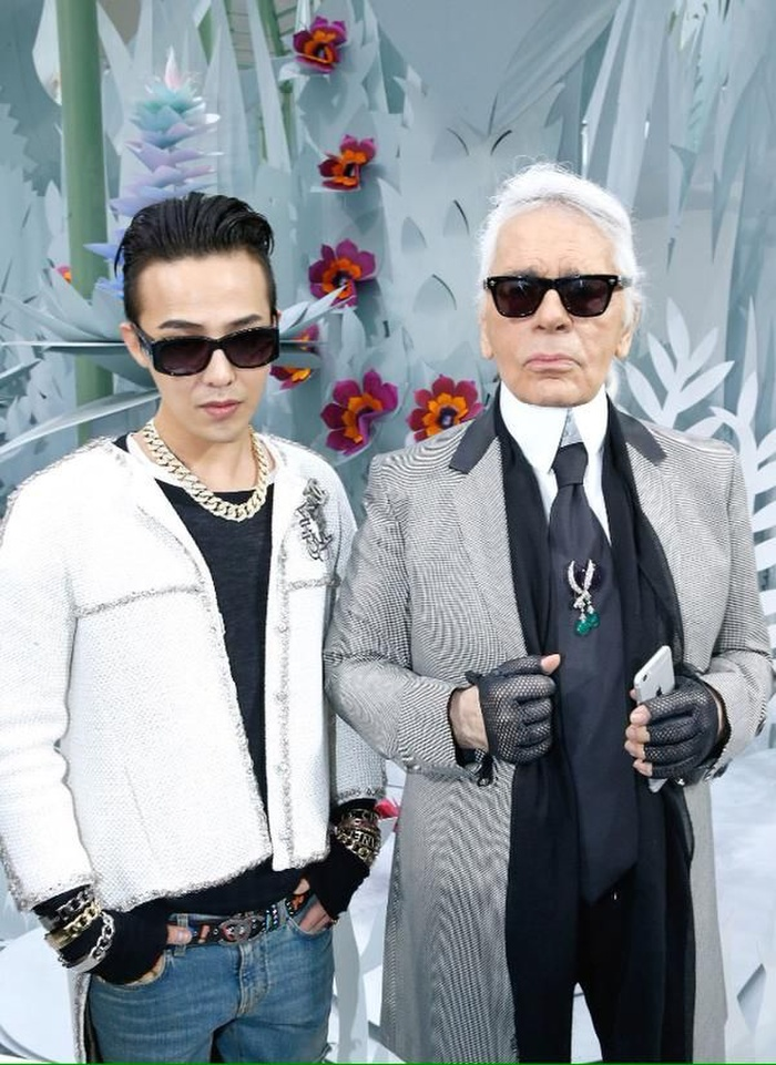 Vương Nhất Bác 'học lỏm' G-Dragon lên đồ với áo khoác vải tweed điểm xuyến cài khuy sành điệu Ảnh 1