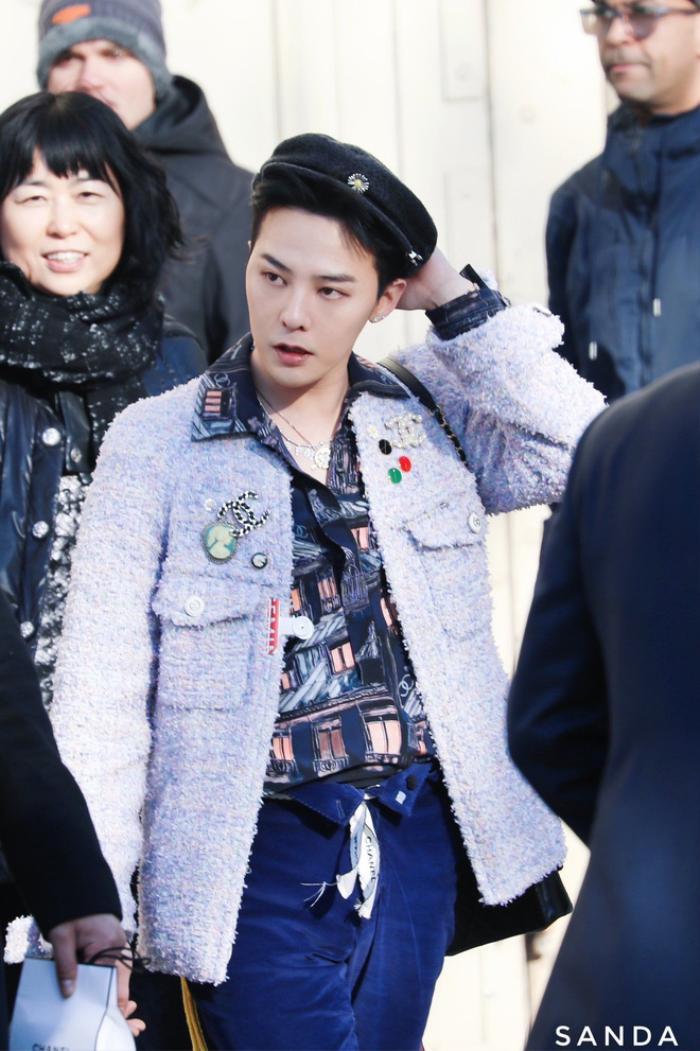 Vương Nhất Bác 'học lỏm' G-Dragon lên đồ với áo khoác vải tweed điểm xuyến cài khuy sành điệu Ảnh 4