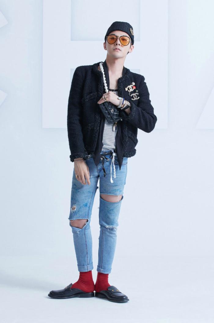 Vương Nhất Bác 'học lỏm' G-Dragon lên đồ với áo khoác vải tweed điểm xuyến cài khuy sành điệu Ảnh 5