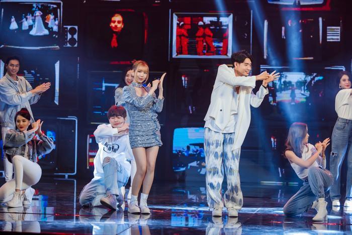 Quang Đăng, MIN, ERIK, Khắc Hưng nhận giải thưởng đặc biệt với 'Ghen Cô Vy' và 'vũ điệu rửa tay' Ảnh 3
