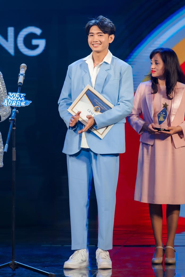 Quang Đăng, MIN, ERIK, Khắc Hưng nhận giải thưởng đặc biệt với 'Ghen Cô Vy' và 'vũ điệu rửa tay' Ảnh 7