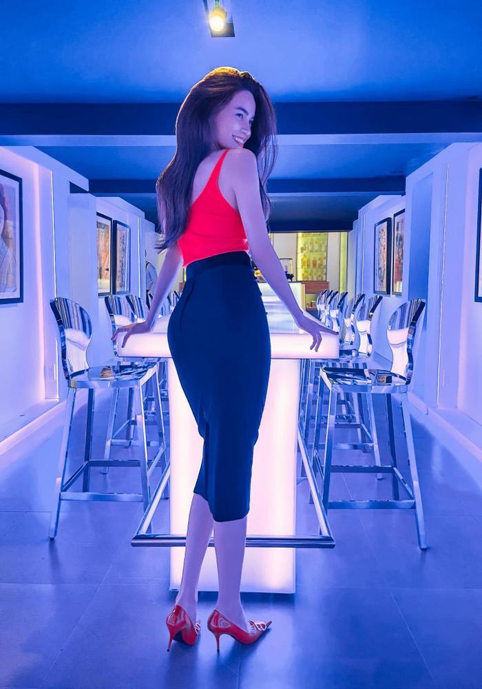 Ngọc Trinh, Đỗ Thị Hà chưng diện váy đỏ cắt xẻ khoe hình thể dự tiệc cuối năm Ảnh 11