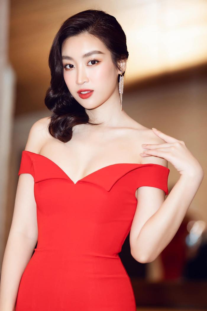 Ngọc Trinh, Đỗ Thị Hà chưng diện váy đỏ cắt xẻ khoe hình thể dự tiệc cuối năm Ảnh 5