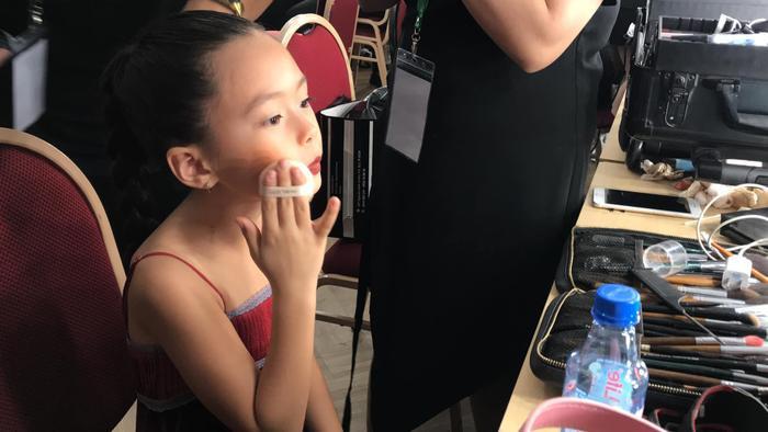 Con gái Đoan Trang tự trang điểm, biểu cảm đáng yêu hút nghìn lượt like Ảnh 2