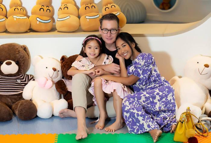 Con gái Đoan Trang tự trang điểm, biểu cảm đáng yêu hút nghìn lượt like Ảnh 8