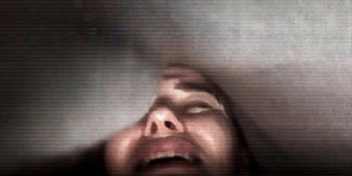 'Phòng chat quỷ ám': Cầu cơ online, rợn người với mặt người lơ lửng được chèn filter Ảnh 7