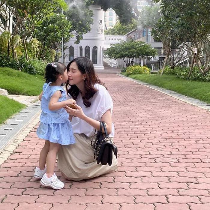 Ngọc Hân khoe ảnh đọ sắc với mẹ con 'thần tiên tỉ tỉ' Đặng Thu Thảo: bé Sophie chiếm trọn spotlight Ảnh 5