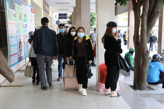 Nghỉ lễ tận 3 ngày, bến xe Hà Nội vẫn vắng khách về quê nghỉ Tết Dương lịch Ảnh 18