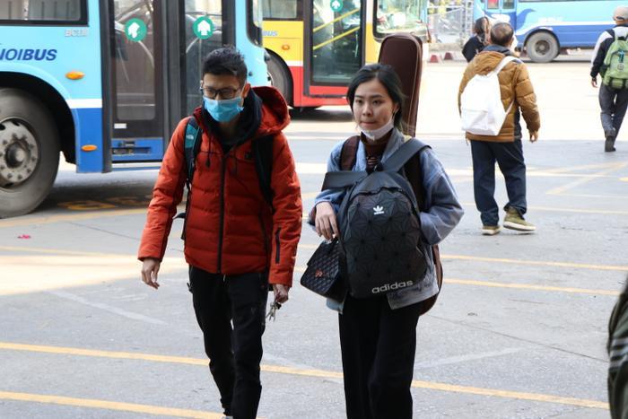 Nghỉ lễ tận 3 ngày, bến xe Hà Nội vẫn vắng khách về quê nghỉ Tết Dương lịch Ảnh 17
