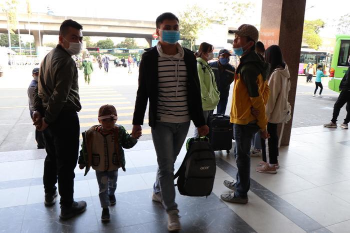 Nghỉ lễ tận 3 ngày, bến xe Hà Nội vẫn vắng khách về quê nghỉ Tết Dương lịch Ảnh 13