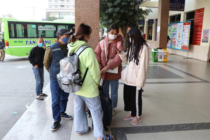 Nghỉ lễ tận 3 ngày, bến xe Hà Nội vẫn vắng khách về quê nghỉ Tết Dương lịch Ảnh 12