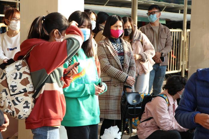 Nghỉ lễ tận 3 ngày, bến xe Hà Nội vẫn vắng khách về quê nghỉ Tết Dương lịch Ảnh 3