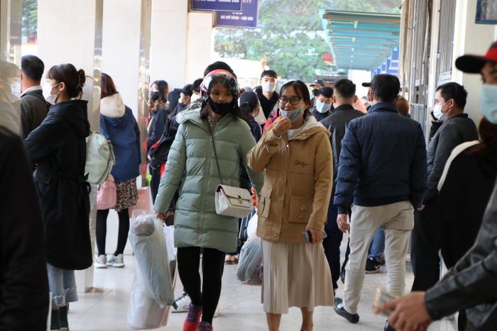 Nghỉ lễ tận 3 ngày, bến xe Hà Nội vẫn vắng khách về quê nghỉ Tết Dương lịch Ảnh 1