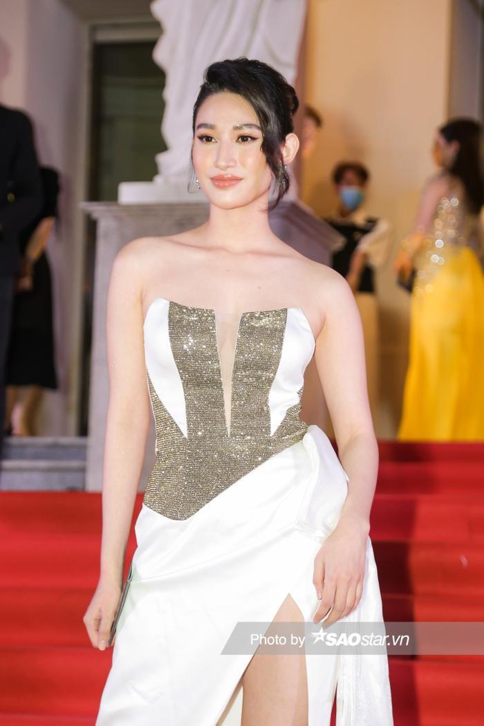 Thảm đỏ 'Ngôi sao xanh 2020': Chi Pu đọ sắc LONA cùng dàn Hoa hậu đẹp ngút ngàn của Việt Nam Ảnh 53