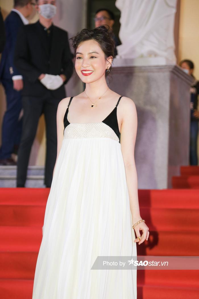 Thảm đỏ 'Ngôi sao xanh 2020': Chi Pu đọ sắc LONA cùng dàn Hoa hậu đẹp ngút ngàn của Việt Nam Ảnh 59
