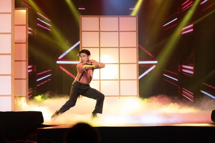 Quang Đăng hóa 'trai hư', cùng Chi Pu 'đốt mắt' người xem với vũ đạo nóng bỏng Ảnh 2