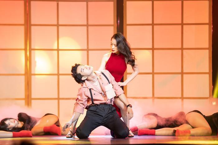 Quang Đăng hóa 'trai hư', cùng Chi Pu 'đốt mắt' người xem với vũ đạo nóng bỏng Ảnh 6