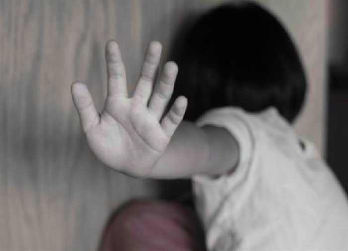 Bắt khẩn cấp nhân viên nhà sách tư nhân xâm hại bé gái 10 tuổi Ảnh 1