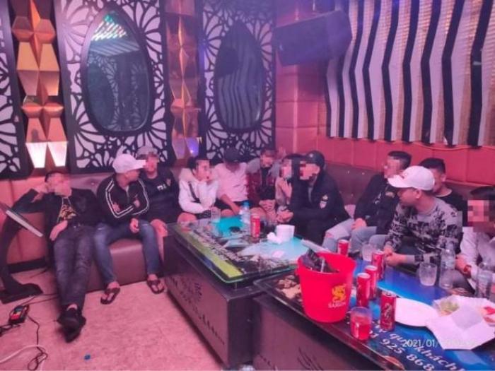 38 dân chơi 'phê' ma túy trong quán karaoke lúc rạng sáng Ảnh 1