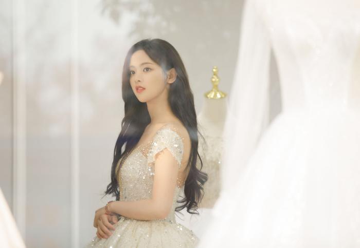 Dương Siêu Việt xinh đẹp và ngọt ngào khi diện váy cưới Ảnh 9