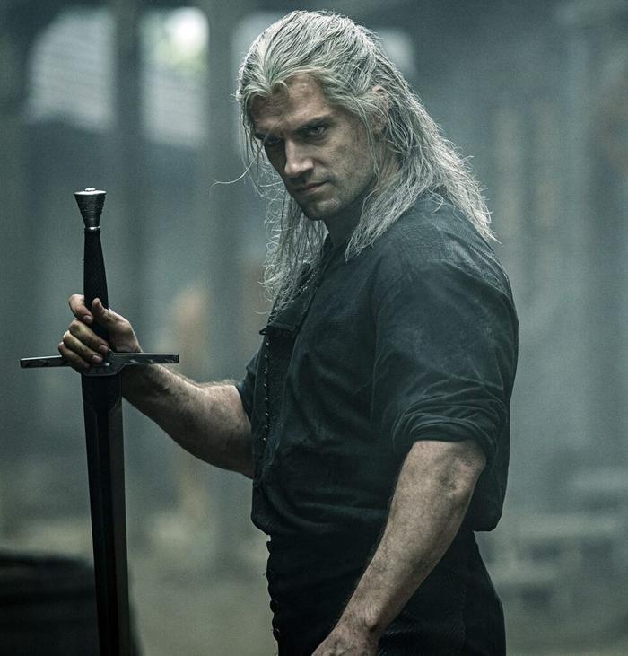 Henry Cavill dính chấn thương nặng nề ở chân trong lúc quay phim, 'The Witcher 2' tiếp tục bị hoãn ? Ảnh 1