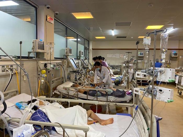 Hàng loạt người đột quỵ, liệt dây thần kinh số 7 phải nhập viện cấp cứu do rét đậm rét hại Ảnh 1