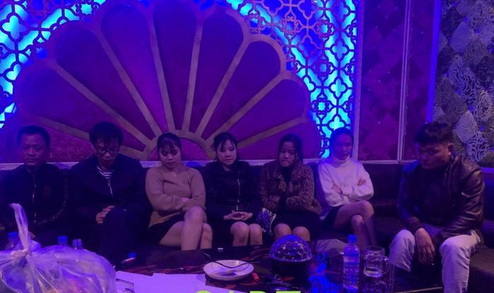 Hà Tĩnh: 4 cô gái sử dụng ma túy cùng 3 nam thanh niên trong quán karaoke Ảnh 1