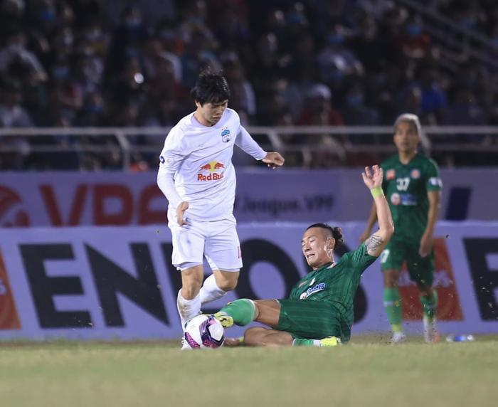 Nụ cười nhạt của Kiatisak trong ngày HAGL 'đen đủi' thua Sài Gòn FC Ảnh 2