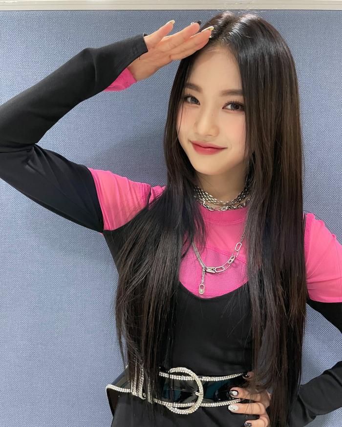 Kpop tiếp tục có thêm 1 'fan girl thành công' khi trở thành đồng nghiệp của Idol Ảnh 6