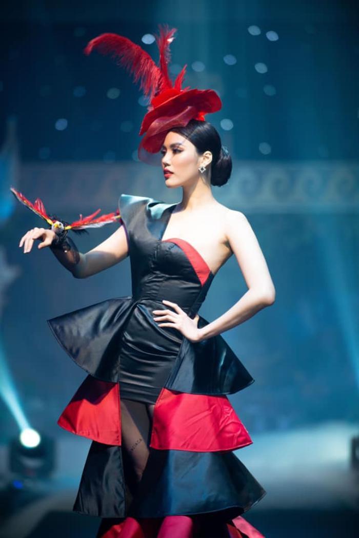 Mỹ nhân đắt show Vedette nhất năm 2020: Minh Tú - Hoàng Thùy - Lan Khuê, ai hot hơn ai? Ảnh 14