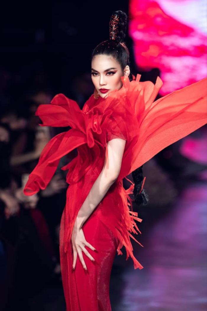 Mỹ nhân đắt show Vedette nhất năm 2020: Minh Tú - Hoàng Thùy - Lan Khuê, ai hot hơn ai? Ảnh 15