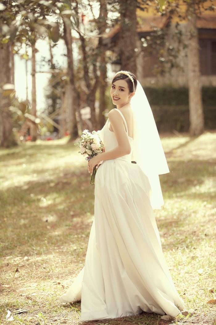 Á Hậu Thúy An hé lộ ảnh cưới lung linh tại Đà Lạt: Cô dâu nhan sắc rạng ngời, chú rể điển trai phong độ Ảnh 12