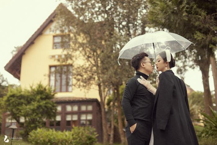 Á Hậu Thúy An hé lộ ảnh cưới lung linh tại Đà Lạt: Cô dâu nhan sắc rạng ngời, chú rể điển trai phong độ Ảnh 15