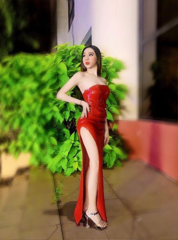Hậu ly hôn 'chồng chuyển giới', Minh Anh ngày càng nóng bỏng