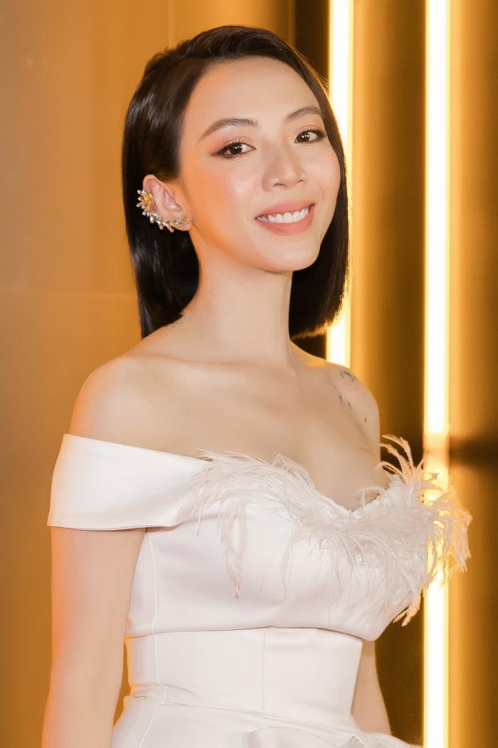 Vắng bóng Tiến Luật, Thu Trang ăn diện quyến rũ, fan ruột cũng không nhận ra Ảnh 2