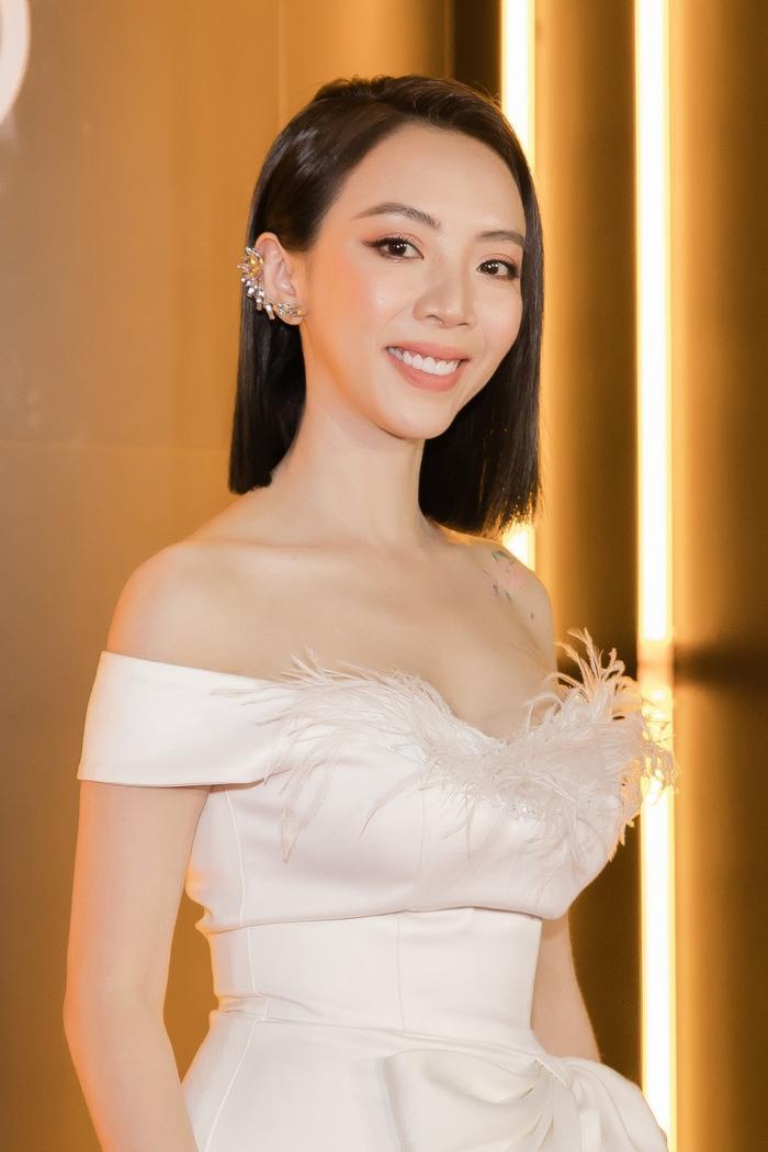 Vắng bóng Tiến Luật, Thu Trang ăn diện quyến rũ, fan ruột cũng không nhận ra Ảnh 4