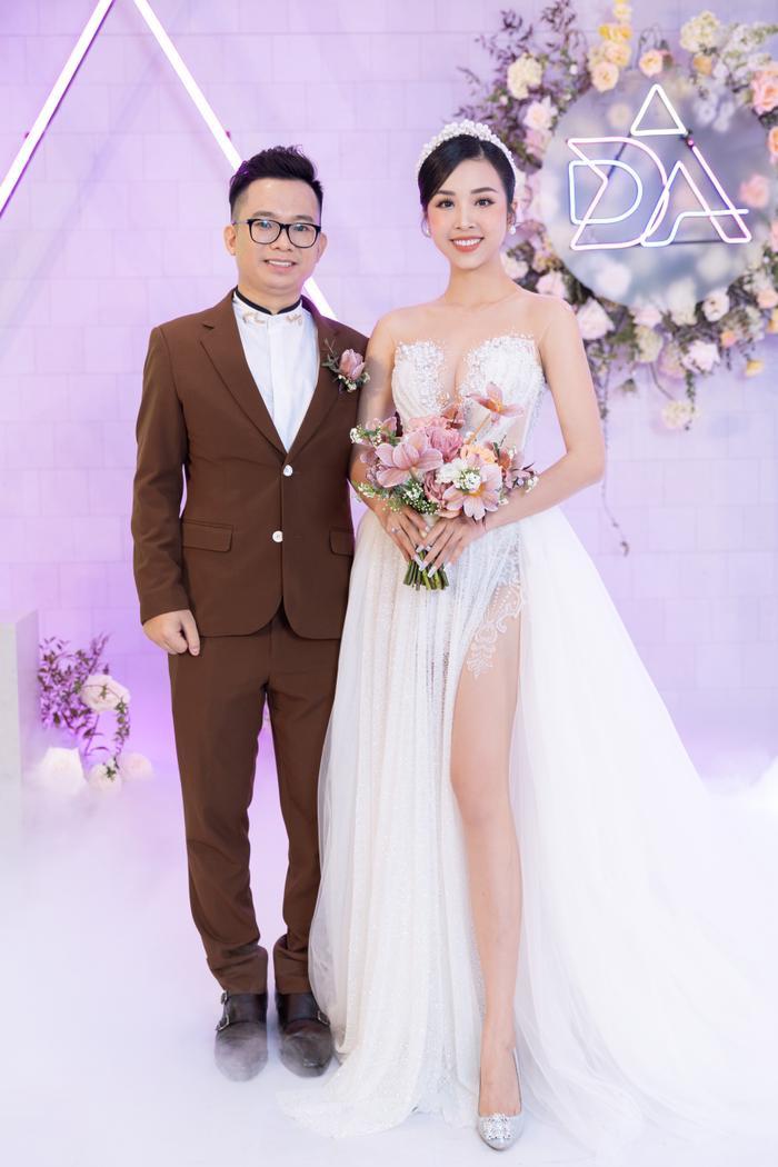 Á hậu Thúy An thay 5 bộ váy cưới lộng lẫy như công chúa, Tiểu Vy rơi nước mắt: 'Chú rể may mắn lắm' Ảnh 4