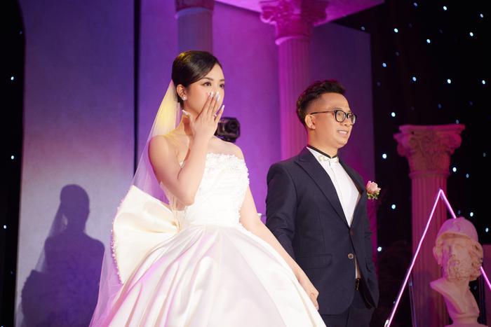 Á hậu Thúy An thay 5 bộ váy cưới lộng lẫy như công chúa, Tiểu Vy rơi nước mắt: 'Chú rể may mắn lắm' Ảnh 17