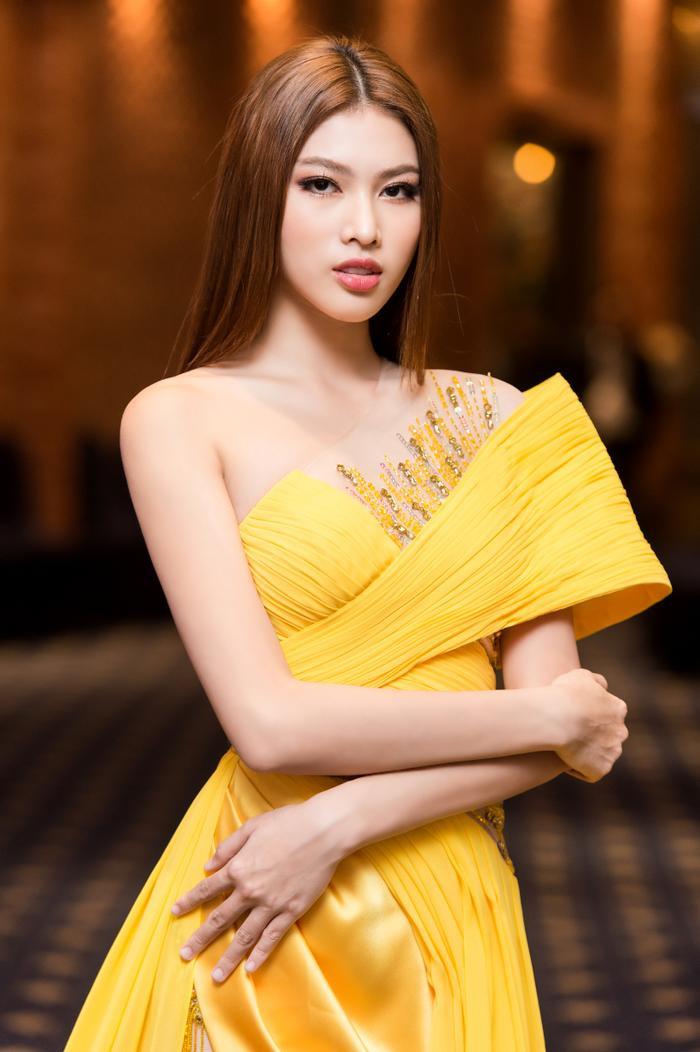 Miss Grand Vietnam 2021 Ngọc Thảo đẹp kiều diễm, catwalk với thần thái 'sắc lẹm' Ảnh 1