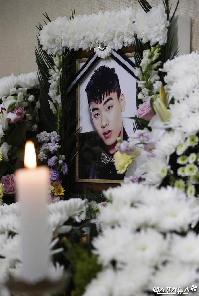 Rapper Iron (thành viên hụt BTS) bị giết? - Tang lễ vắng tanh: Bạn gái cũ ăn mừng trên MXH! Ảnh 5
