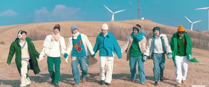 Jungkook (BTS) - Lee Jong Suk 'đụng độ' kiểu tóc dài khiến fan girl bấn loạn Ảnh 2