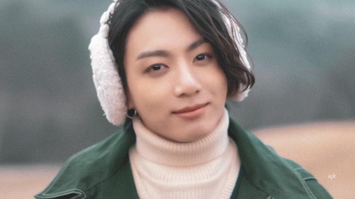 Jungkook (BTS) - Lee Jong Suk 'đụng độ' kiểu tóc dài khiến fan girl bấn loạn Ảnh 4