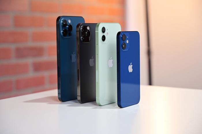 iPhone 12, iPhone 12 Pro Max giảm giá mạnh tại Việt Nam dịp cuối năm Ảnh 1