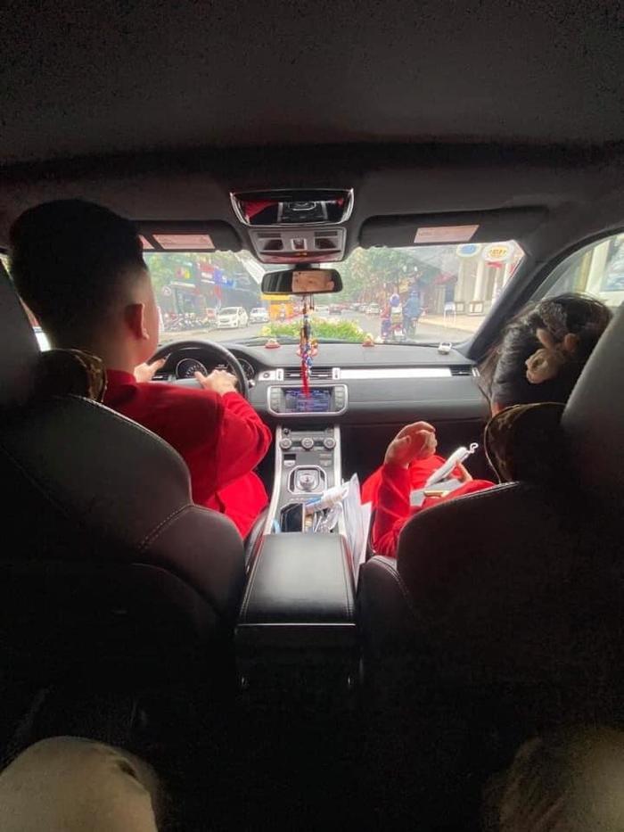 Không vào được Quảng Ninh đón dâu do dịch COVID-19, gia đình đôi bên đã trao lễ ngay tại trạm thu phí Ảnh 4
