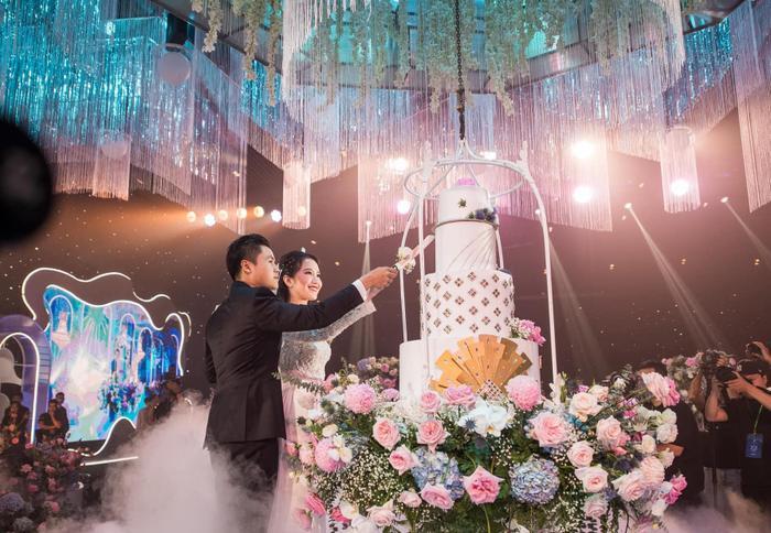 Sâu sắc như chú rể Phan Thành, đám cưới xong đi 'quẩy' đến sáng vẫn không quên đăng bài cảm ơn