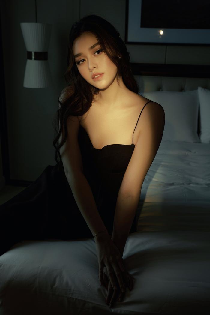 Qúa xinh đẹp, thuần khiết Á hậu Tường San được fan ví như Song Hye Kyo phiên bản Việt Ảnh 17